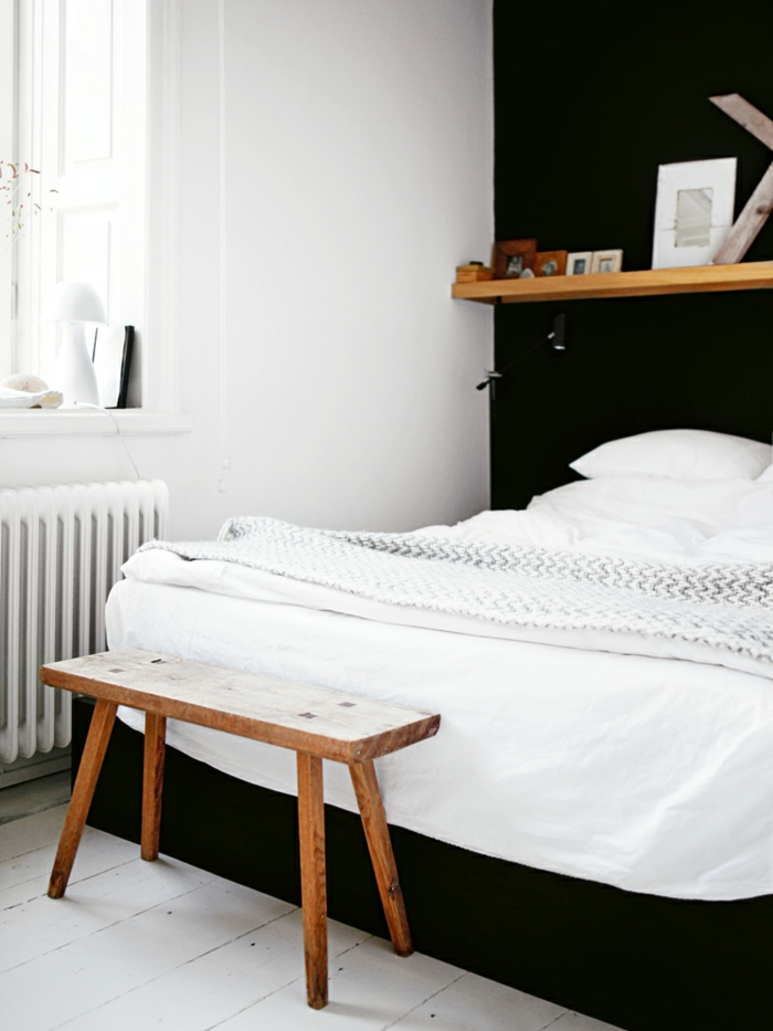 schlafzimmer schwarz weiß holz sitzbank