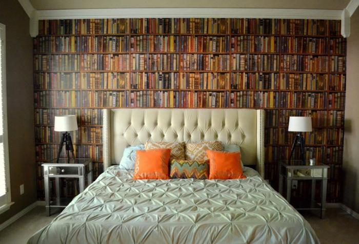 schlafzimmer tapeten bibliothek orange dekokissen