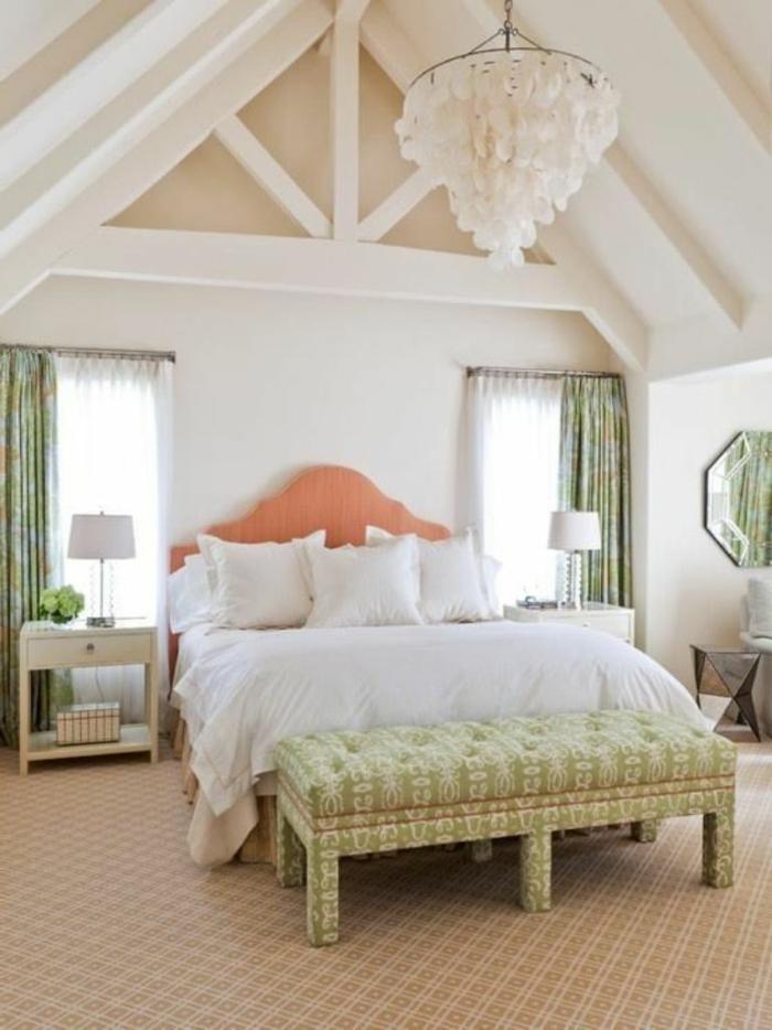 schlafzimmergestaltung pastellnuancen teppichboden grüne gardinen