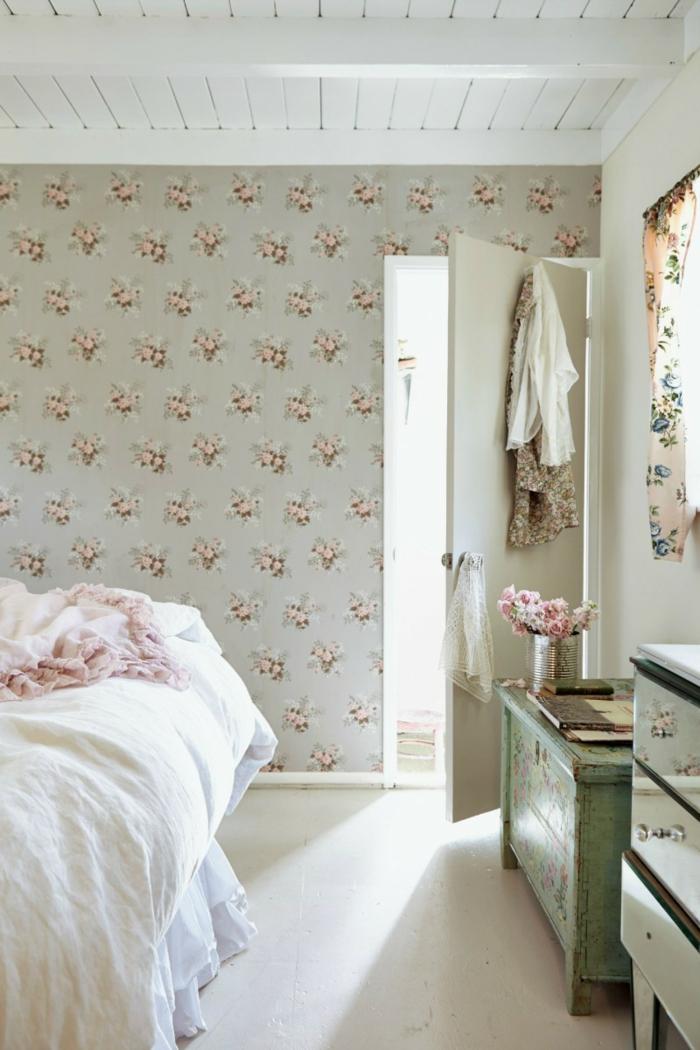 schlafzimmergestaltung wände gestalten ideen blumenmuster weiße bettwäsche
