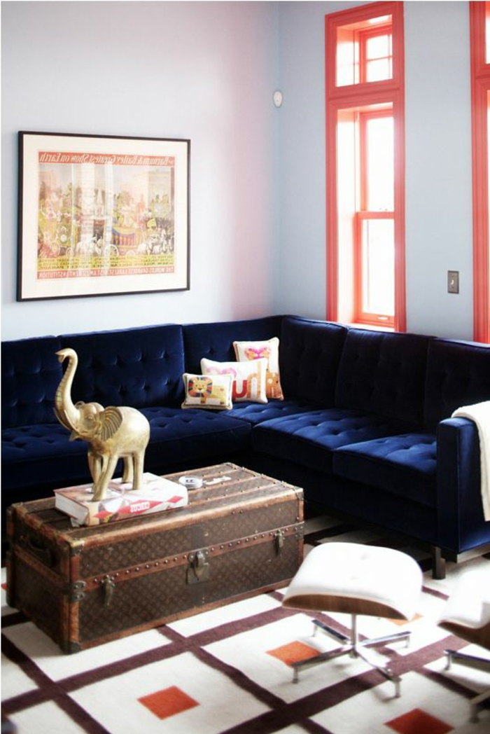 sofa blau ecksofa vintage couchtisch helle wände