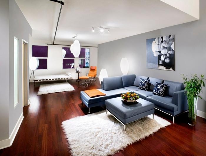 sofa blau weiße teppiche pflanzen ecksofa weiße wände
