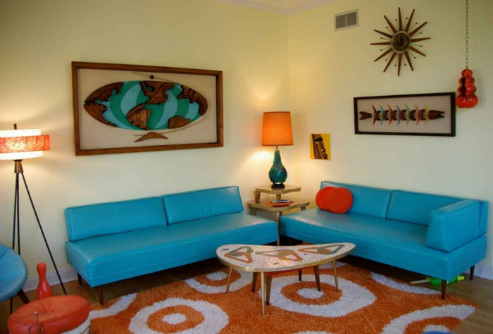 sofa blau wohnzimmersofas oranger teppich helle wände