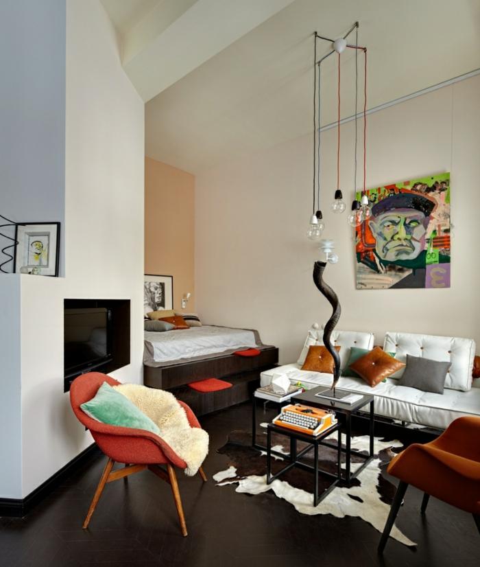 sofa wei 35 wohnzimmereinrichtungen mit einem wei en akzent. Black Bedroom Furniture Sets. Home Design Ideas