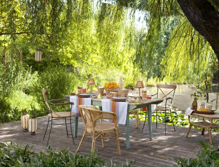 sommerparty deko gartenmöbel tischdecken gartenleuchten pflanzen