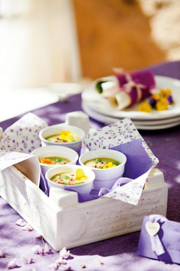 sommerparty deko tischdekoration getränke zubereiten gartenparty