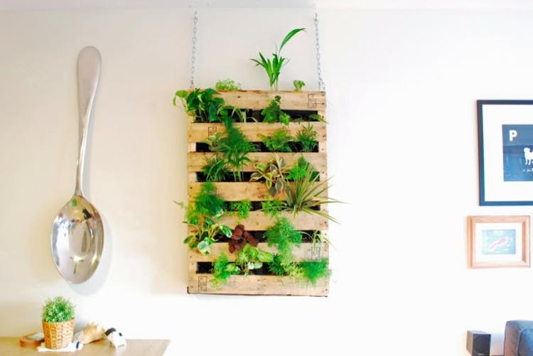 Vertikaler Garten Anleitung - noch ein DIY Projekt aus Paletten