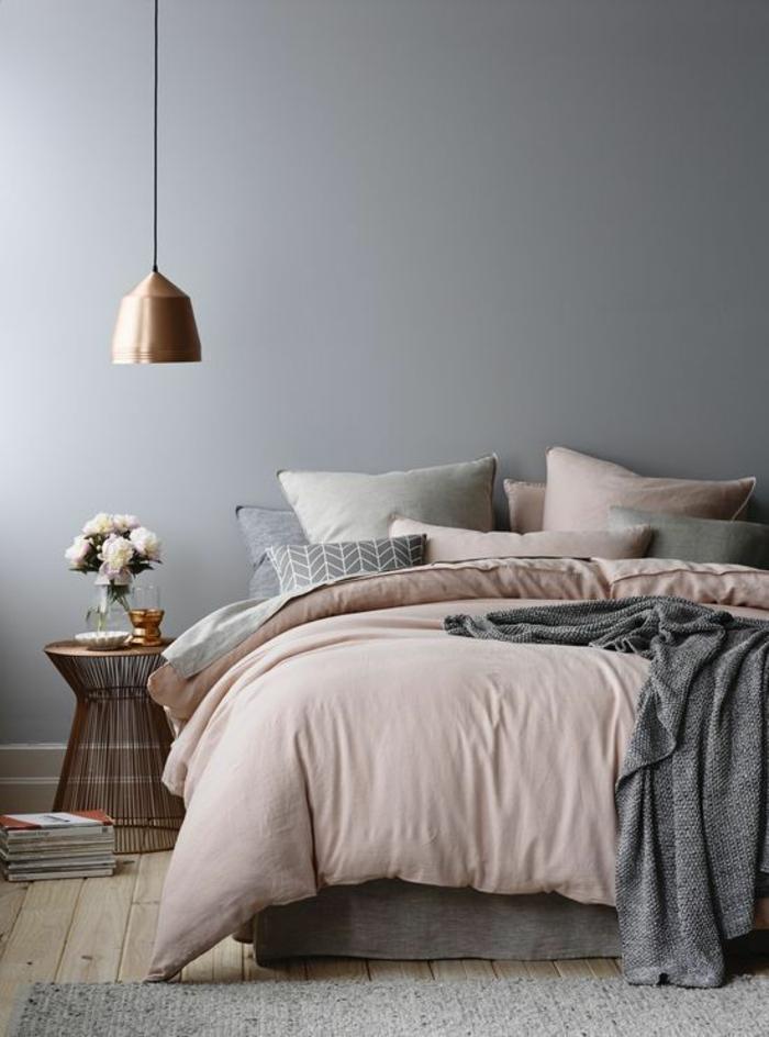 wandfarbe rosa taubenblau bettwäsche beistelltisch nachttisch schlafzimmer einrichten