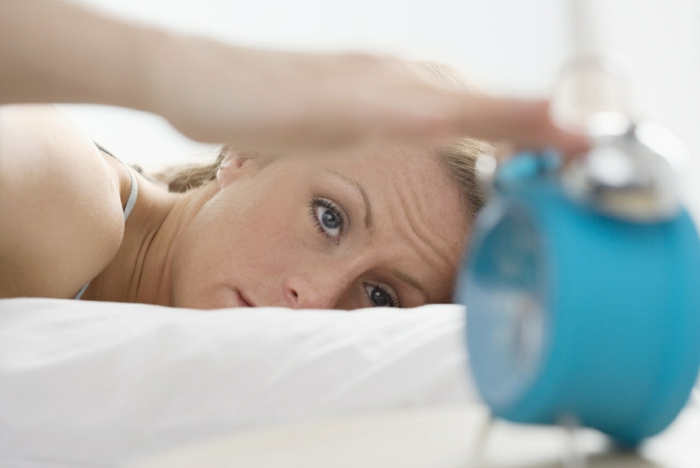 was tun gegen schlaflosigkeit aufstehen morgens alltag planen