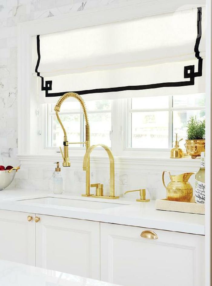 wohnideen küche küchenschränke griffe golden pflanzen