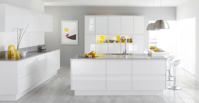 wohnideen küche weiße kücheneinrichtung bodenfliesen kücheninsel dekoideen