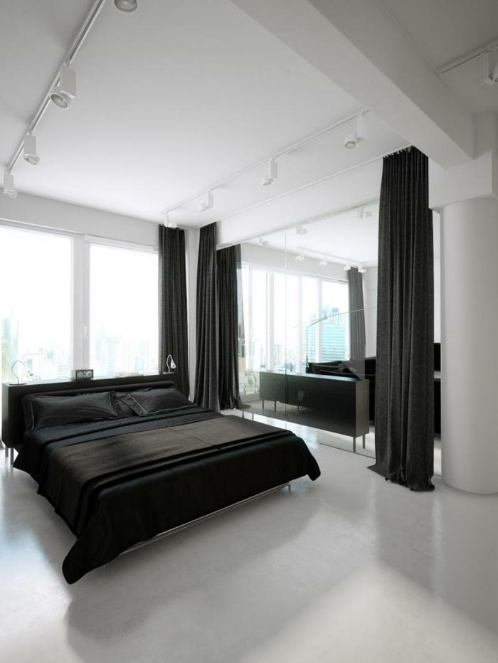 wohnideen schlafzimmer schwarze bettwäsche gardinen weißer boden spiegel