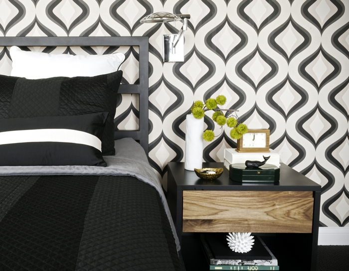 wohnideen schlafzimmer tapete elegantes muster dunkle bettwäsche