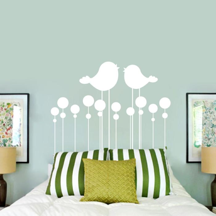 wohnideen schlafzimmer wandtattoos dekokissen streifen