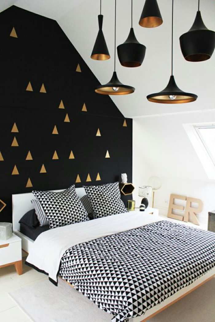 wohnideen schlafzimmer weiß schwarz coole akzentwand pendelleuchten bettwäsche