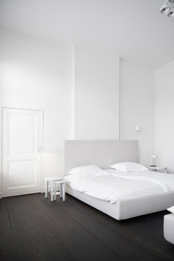 Wohnideen Schlafzimmer Weiß Schwarz Dunkler Bodenbelag