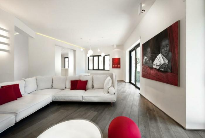 Wohnzimmer Couch Rote Dekokissen Led Beleuchtung