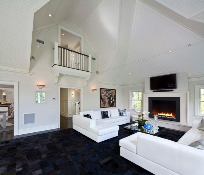 Wohnzimmer Couch Schwarzer Teppich Farbkontrast Kamin