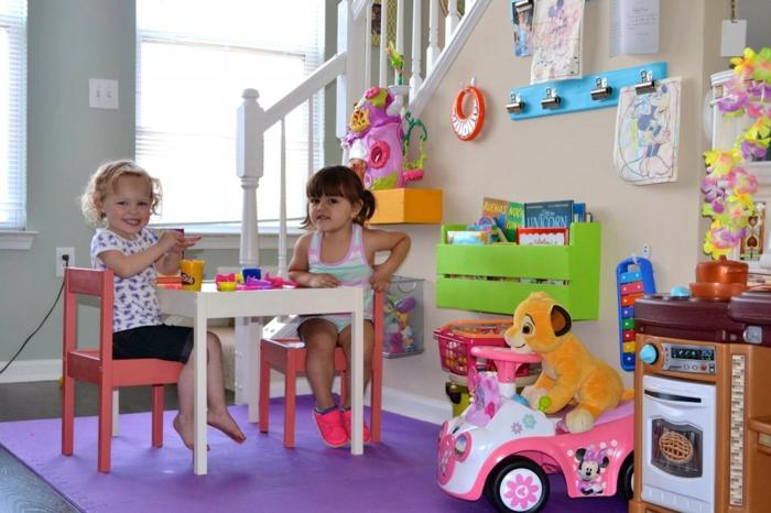 wohnzimmer einrichten kinderfreundlich einrichtungsidee kinderteppich kindermöbel spielecke