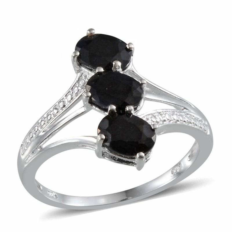 Edelsteine und Sternzeichen Steinbock schwarzer Saphir Ring