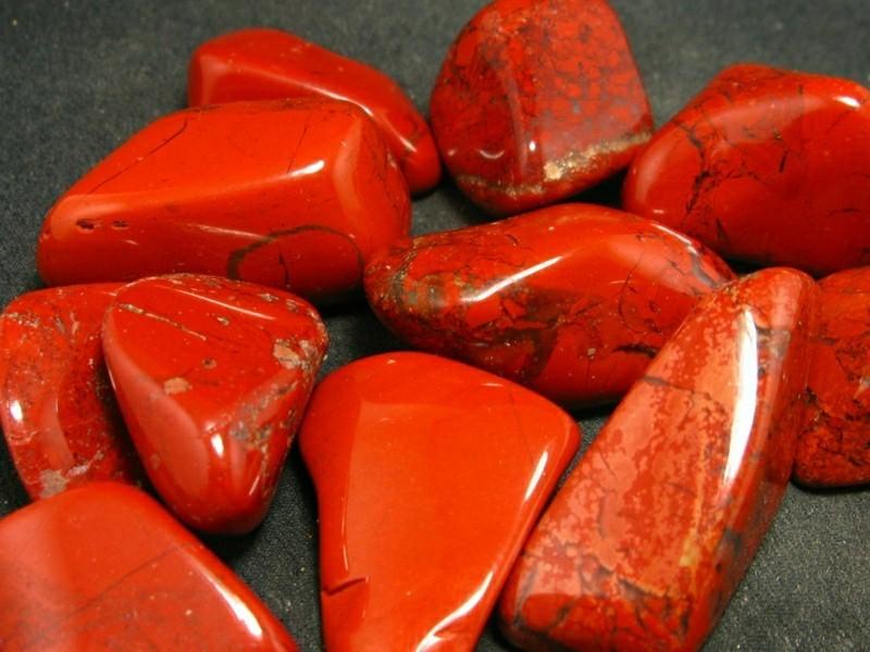 Jungfrau Sternzeichen Edelsteine roter Jaspis