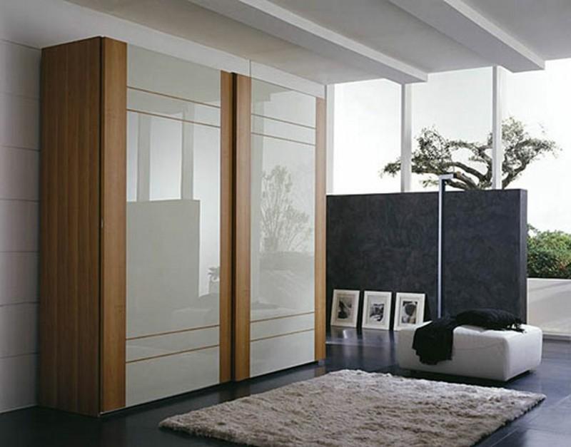Kleiderschrank mit Schiebetüren glänzende Türen weiß