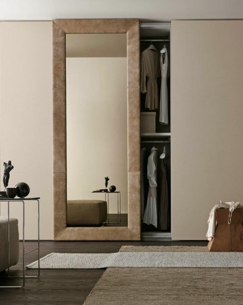 Kleiderschrank mit Schiebetüren raumhoch eingebaut Spiegeltür