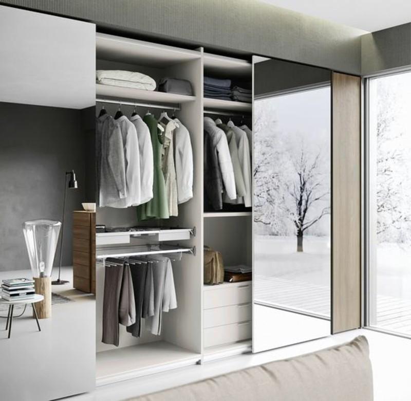Kleiderschrank mit Schiebetüren raumhoch eingebaut Spiegeltüren Schlafzimmer