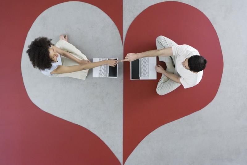 Online Dating Tipps Chancen und Risiko beim Dating im Web Herzklöpfen