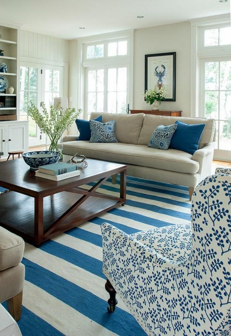 Wohnungseinrichtung Ideen Streifen Muster Teppich blau weiß