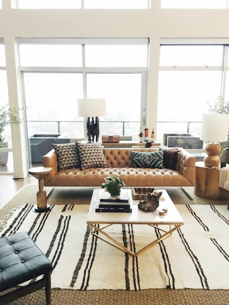 Wohnungseinrichtung Ideen Wohnzimmer Möbel Ledersofa Teppich Streifen