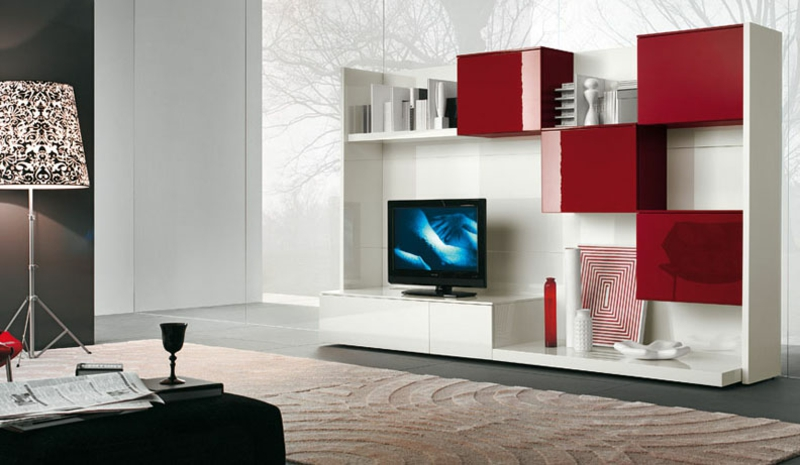 Die Moderne Wohnwand Ist Praktisch Und Bietet Viel Stauraum An Wohnzimmerwand Rot