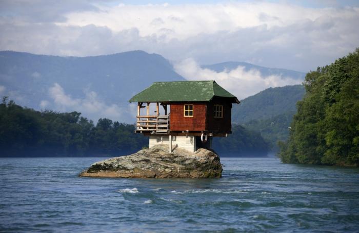 außergewöhnliche ferienhäuser holzhaus serbien bajina basta drina fluss