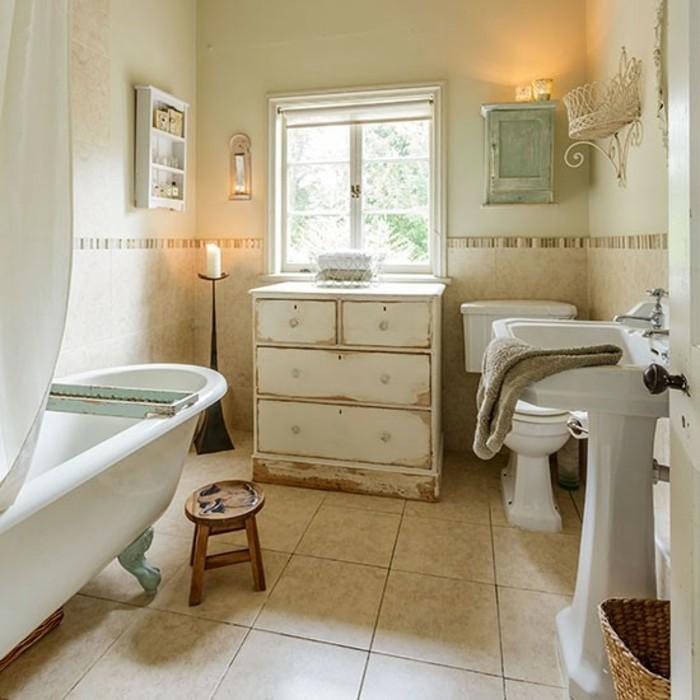 badezimmer shabby chic look alte kommode badewanne freistehend kerzenständer