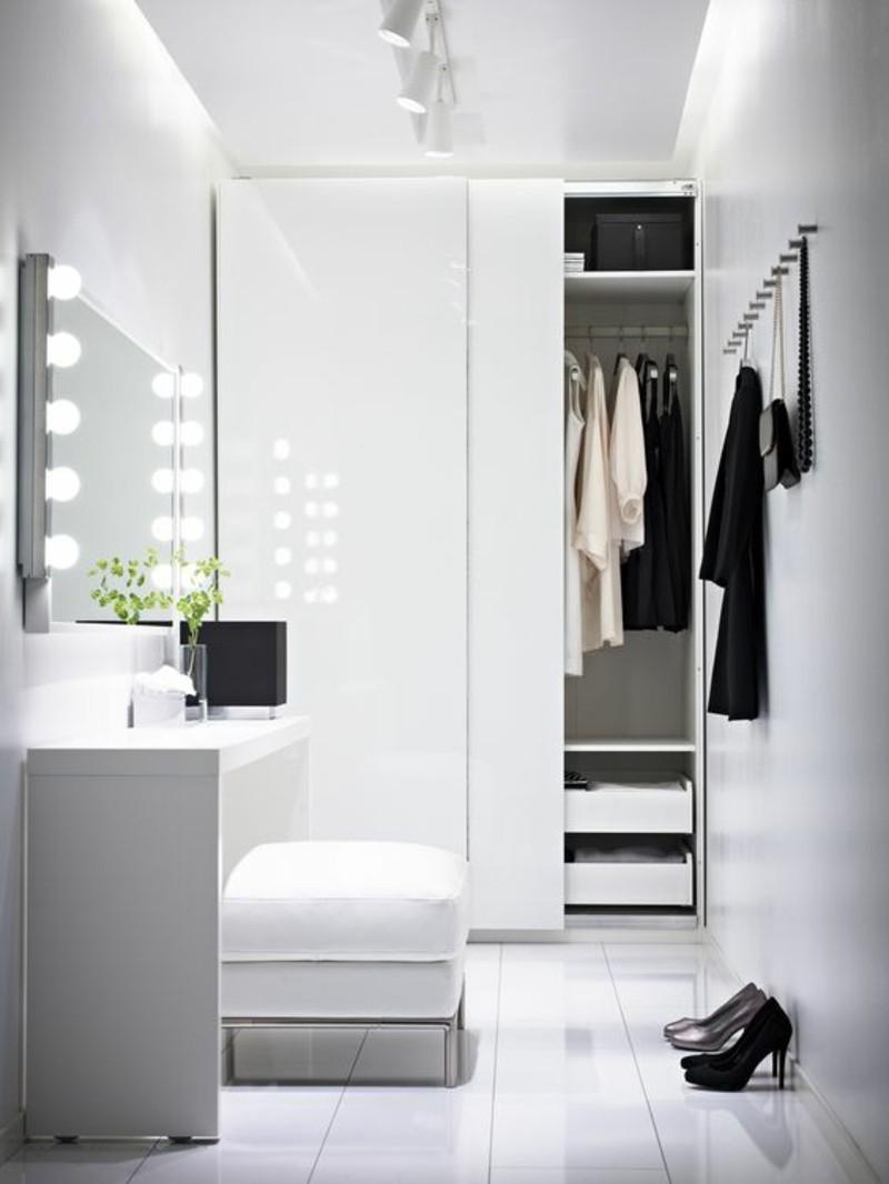 begehbarer Kleiderschrank mit Schiebetüren Beleuchtung