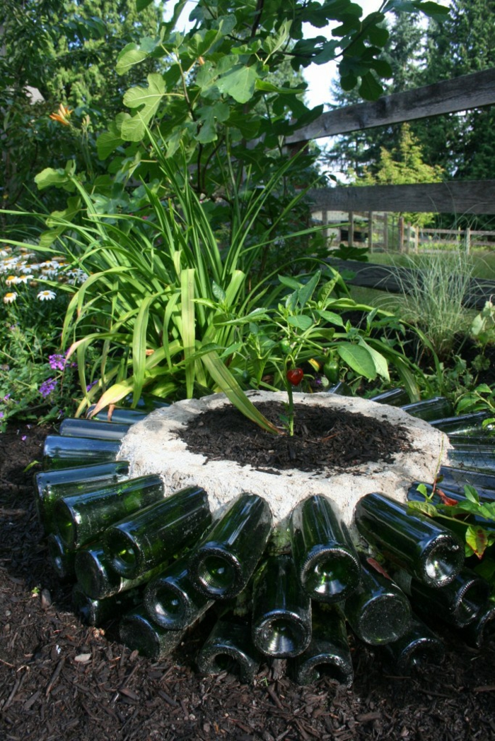 deko flaschen dekoideen garten pflanzen
