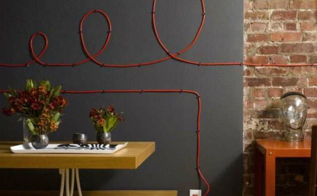 deko-ideen-kreativ-kabel-an-der-wand-verstecken-rot
