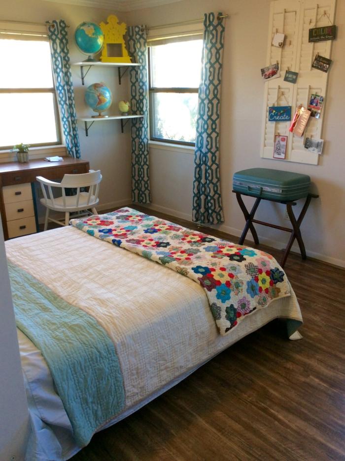 dekoideen globen schlafzimmer farbige bettwäsche