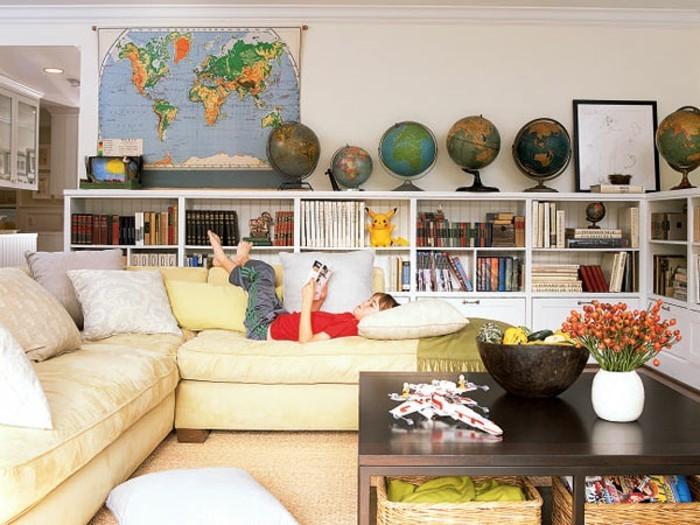 diy deko wohnzimmer globen beiges ecksofa bibliothek