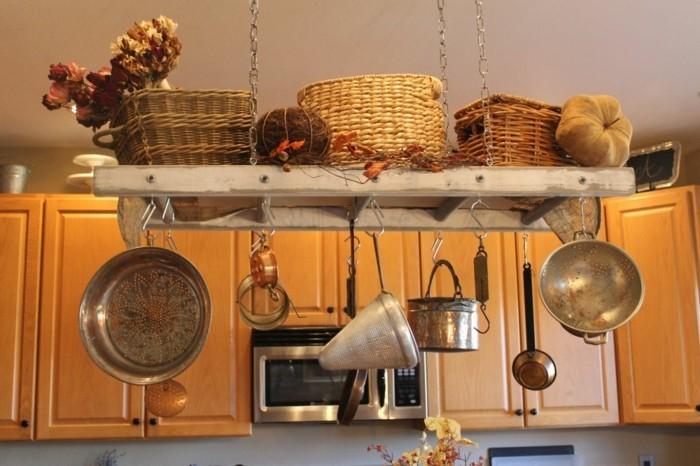 Upcycling Ideen einrichtungbeispiele diy ideen holzleiter indirekte beleuchtung wandregal küche
