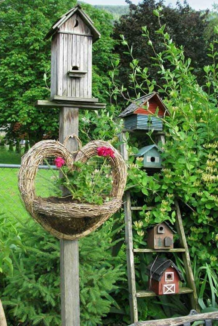 Upcycling Ideen einrichtungbeispiele diy ideen holzleiter indirekte beleuchtung wandregal vogelhaus
