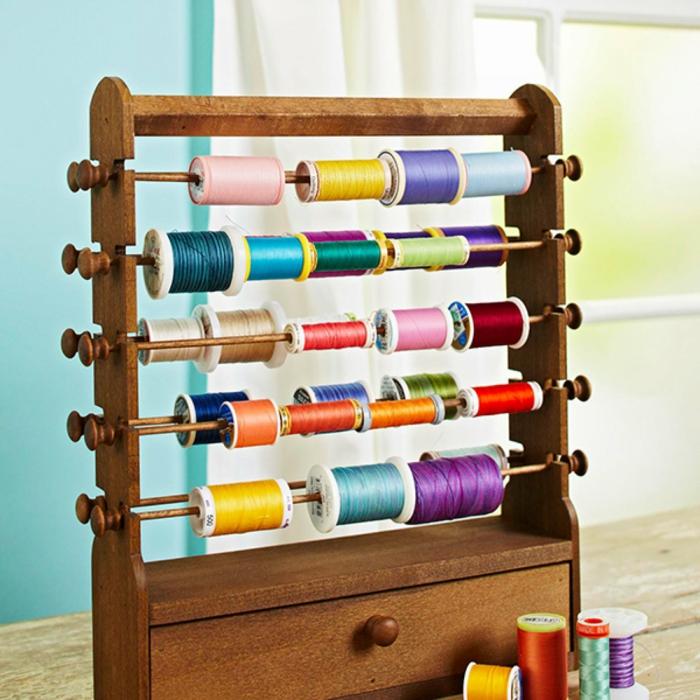 einrichtungsbeispiele deko ideen wohnideen DIY ideen naehzimmer trendfarben naehmaschine orga3