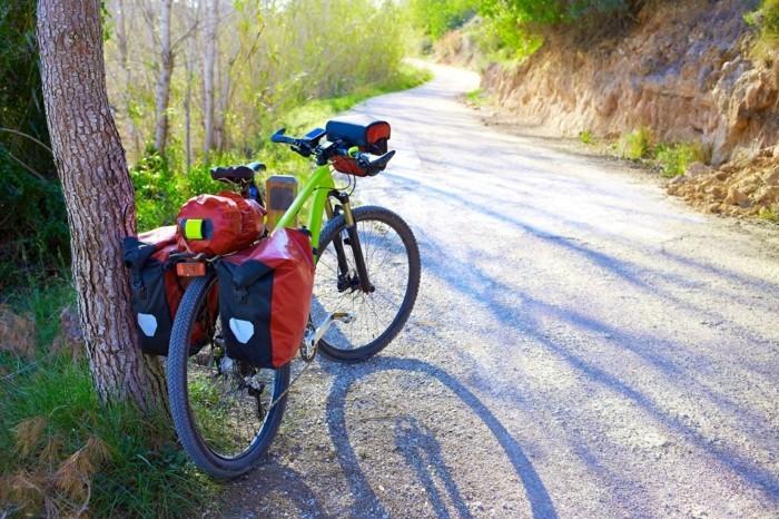 fahrrad weltreise bergen bike gepäck gebirge wald
