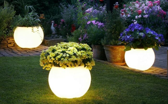 gartenbeleuchtung blumentöpfe leuchtend rund gartengestaltung