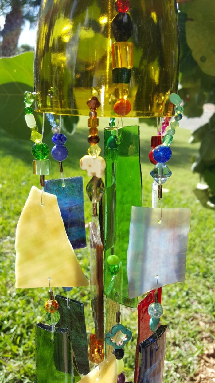 gartengestaltung alte glasflaschen windspiel selber machen diy gartenideen
