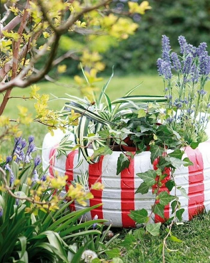 gartengestaltung ideen diy blumenkübel alte autoreifen bemalen efeu gartenpflanzen