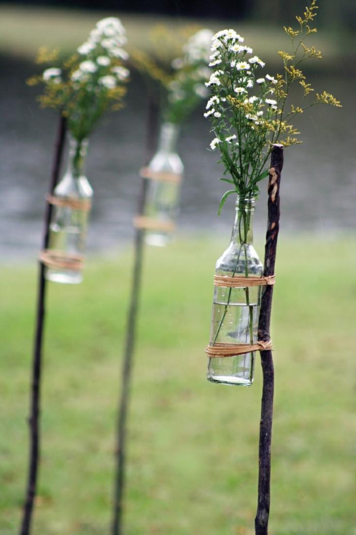 gartengestaltung ideen gebrauchte glasflaschen upcyclen vasen