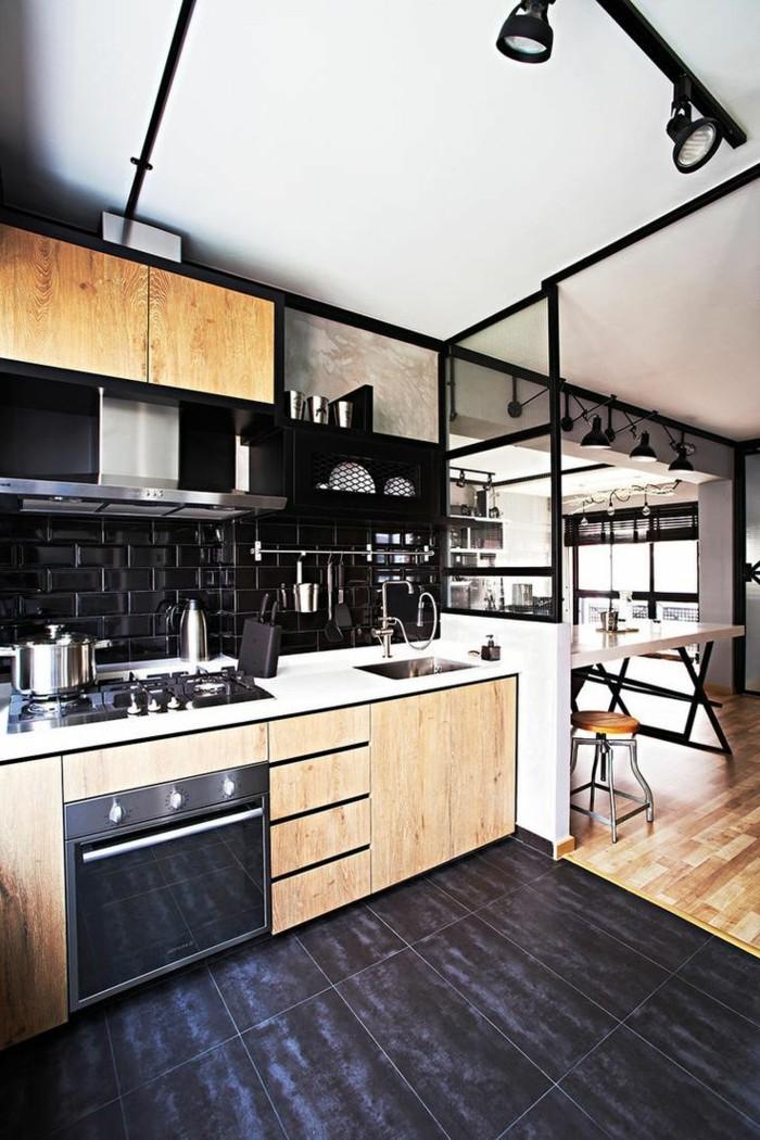 küchenmöbel industrielle küche schwarze bodenfliesen hölzerne küchenschränke küchenrückwand