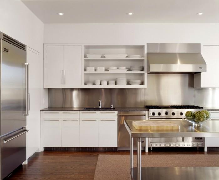 küchenmöbel weiße küchenschränke coole küchenrückwand stahloberflächen