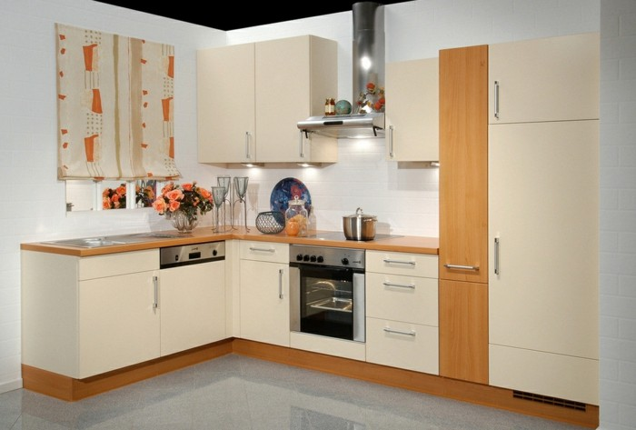 küchenschränke kaufen beige kücheneinrichtung raffrollo dekoideen